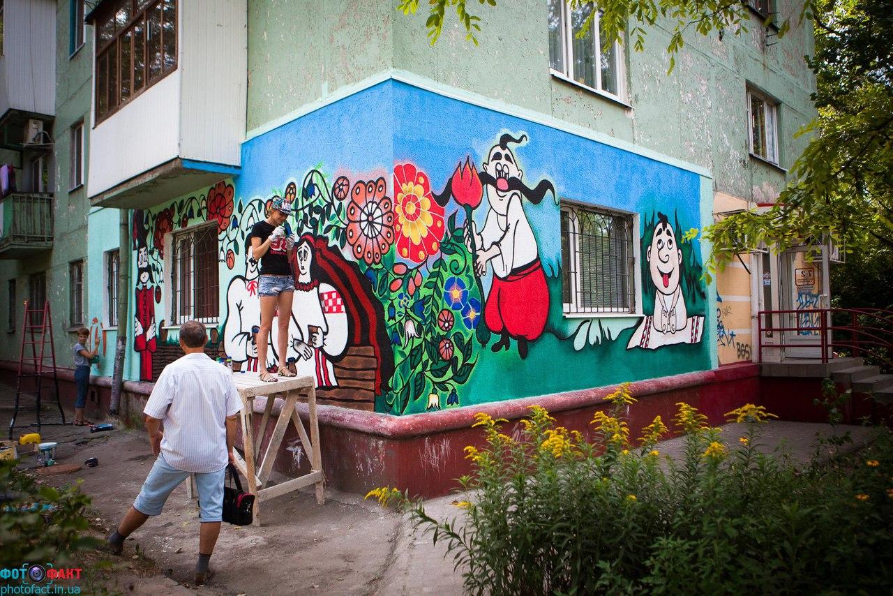 украинские рисунки на стенах ниже еще размещаю