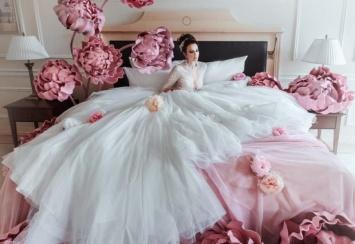 c21feb3708e Анна Грачевская вышла замуж в очень откровенном плате