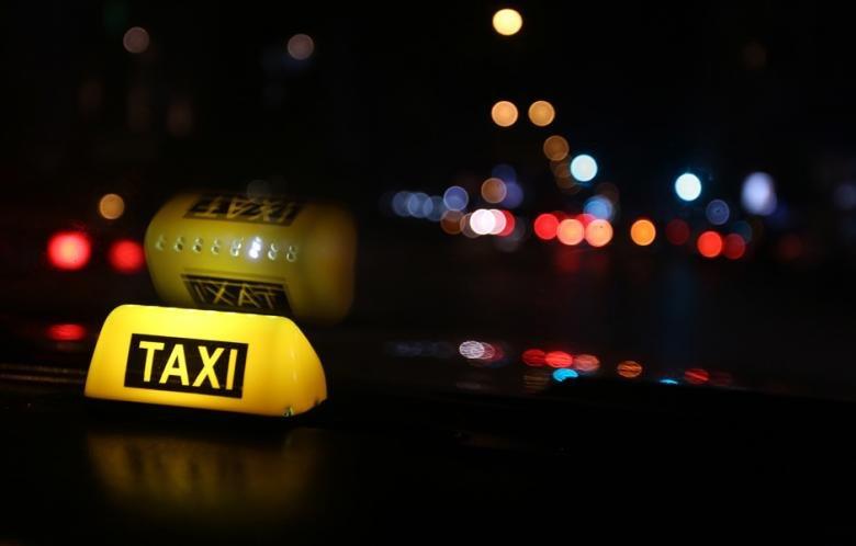 фото ночного такси опытным